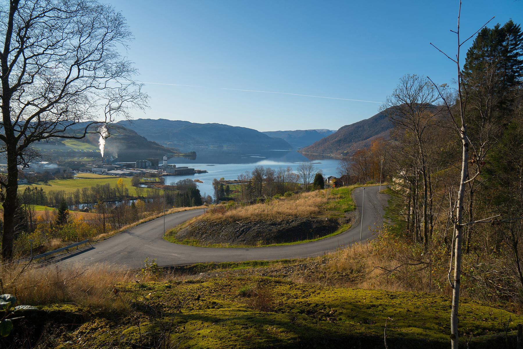 Veg med utsikt til fjord