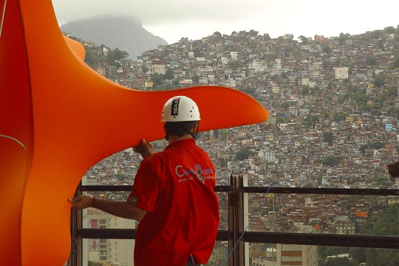 Intervenção urbana realizada no icônico Hotel Nacional do Rio de Janeiro, na praia de São Conrado.