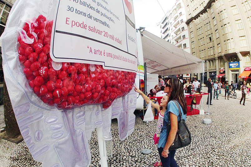 Bags of blood activated the largest blood donation campaign in Brazil during the World Cup.