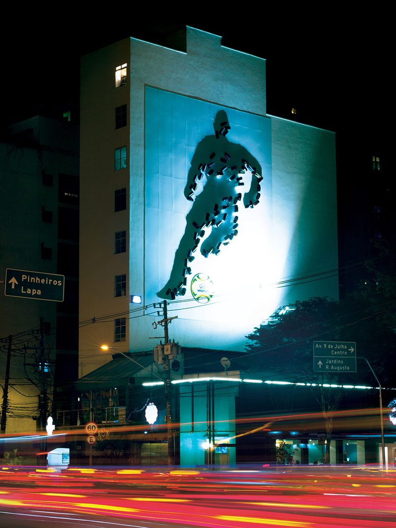The artist Eduardo Srur acted as consultant on the largest urban intervention Shadow Art in the worl