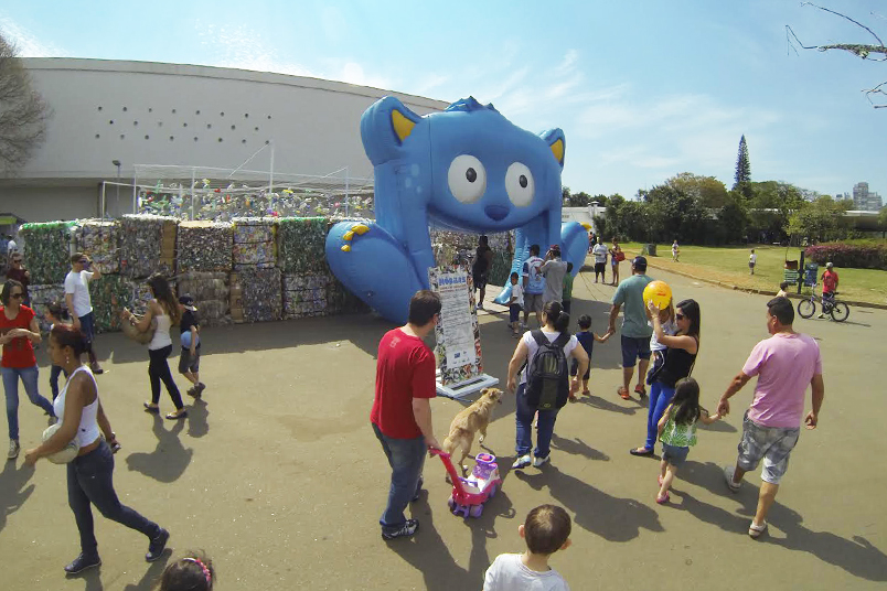 Expansion of the Carrefour group's recycling program included interactive and playful work.