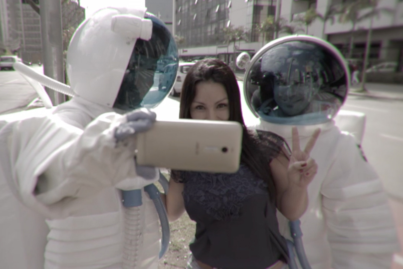 New Zenfone 2 has created an unexpected action with astronauts invading the daily life of Sao Paulo.
