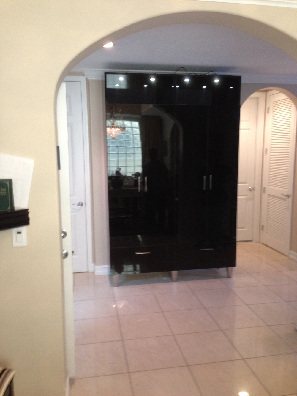 High Gloss Black Acrylic China Cabinet With LED Lighting And Stainless Legs