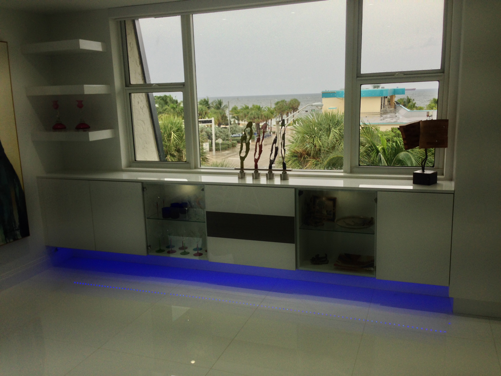 High Gloss Acrylic/Obeche Veneer Media and Buffett Units with LED Lighting