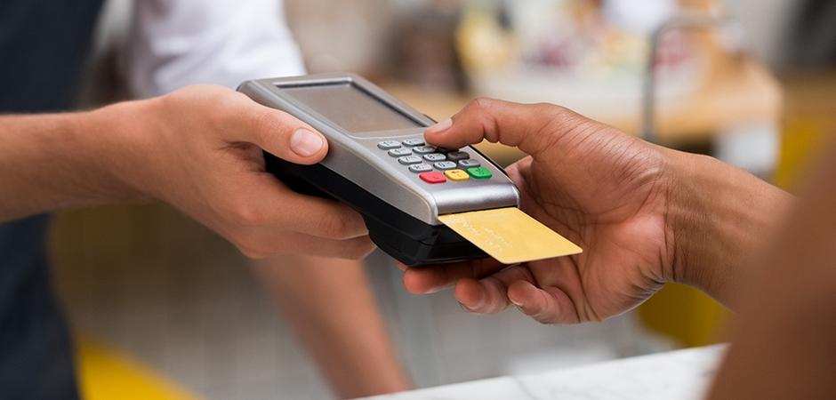 de60a3fdc A tendência é que, com o tempo, seja indispensável ter um terminal  eletrônico de transmissão de dados financeiros em sua loja, a famosa  maquininha!