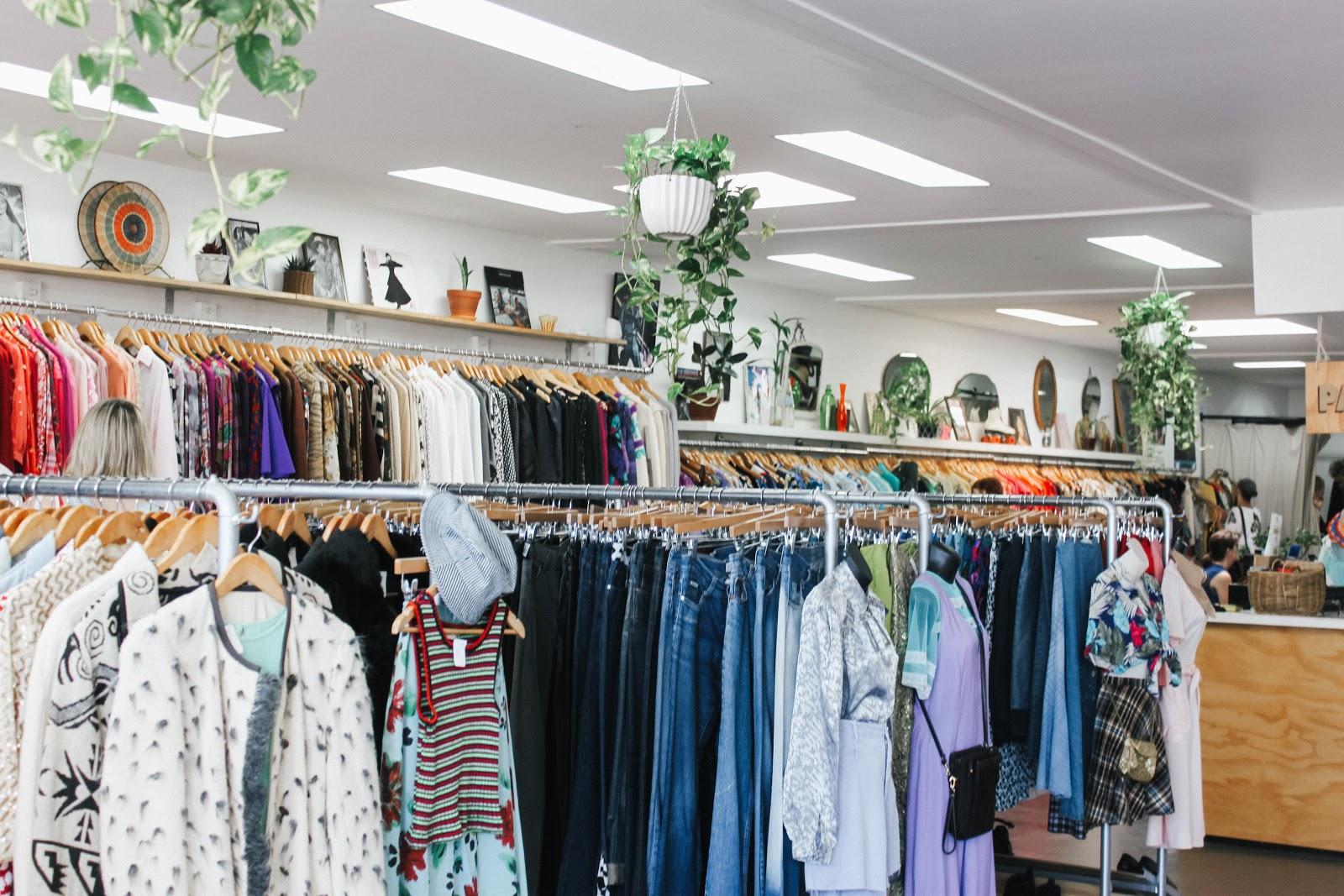 Decoração de loja de roupas espaço interno