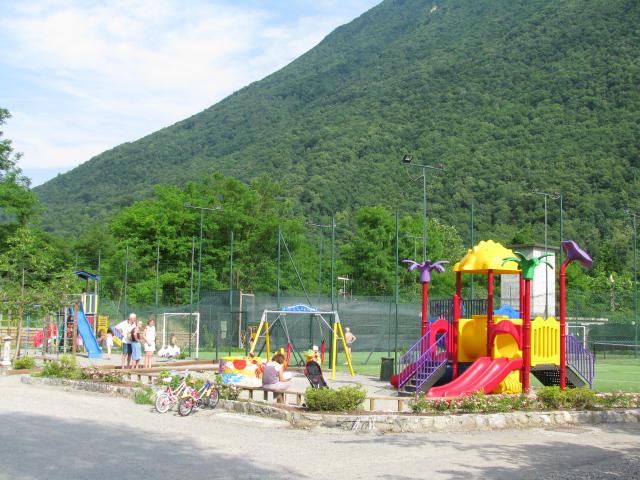 Lugano Chalet - Porlezza - Meer van Lugano - Intenational sport camping - Speeltuin