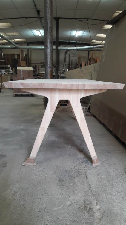 Table Pied