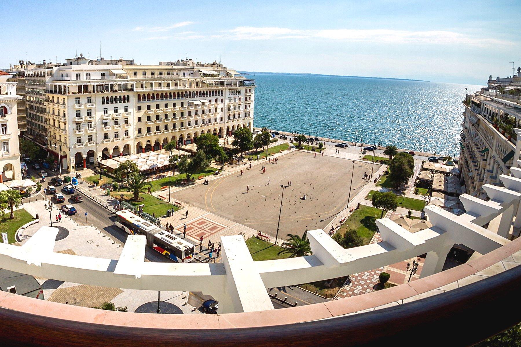 Let's take a walk in Thessaloniki. Aristotle Square.