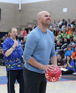 Former NFL quarterback Matt Hasselbeck shooting a free throw.