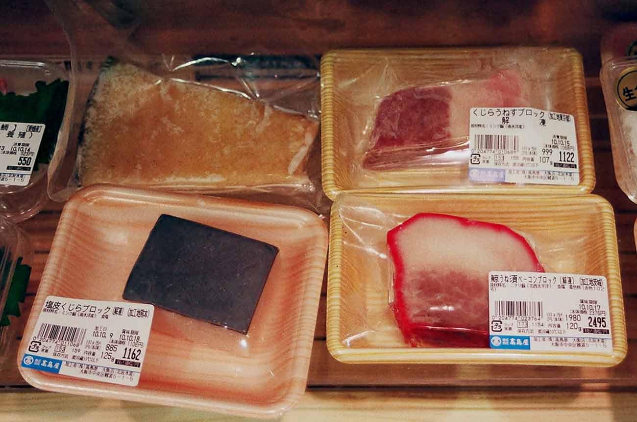 Bild –Abgepacktes Walfleisch im Verkauf