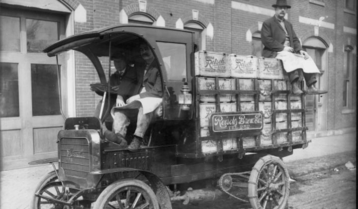 Livraison de bière en camion en 1900