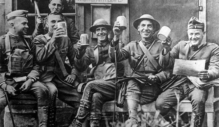 Soldat de l'US Army avec leurs bières