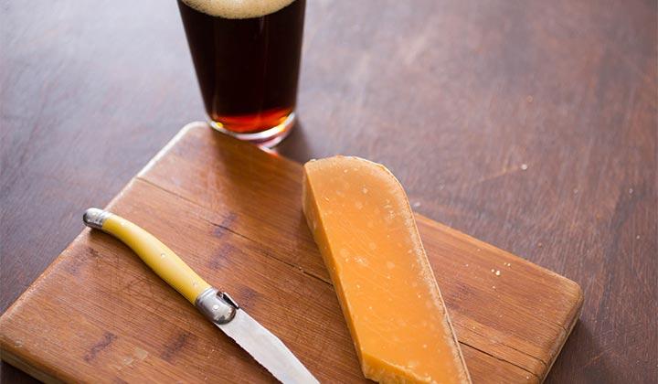 Accord bière et fromage : double IPA et vieux Cheddar