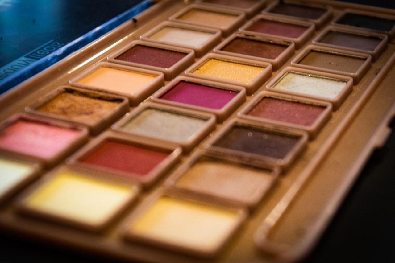 Image of pink-themed eyeshadow.