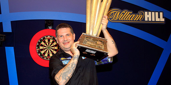 Gary Anderson lifts 2016 World Championship title (PDC)