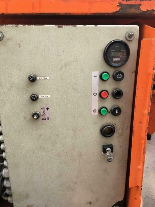 Holland Lift Y83DL16 4x4 Ruwterrein diesel schaarhoogwerker