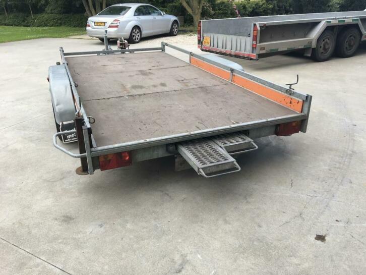 2500 kg