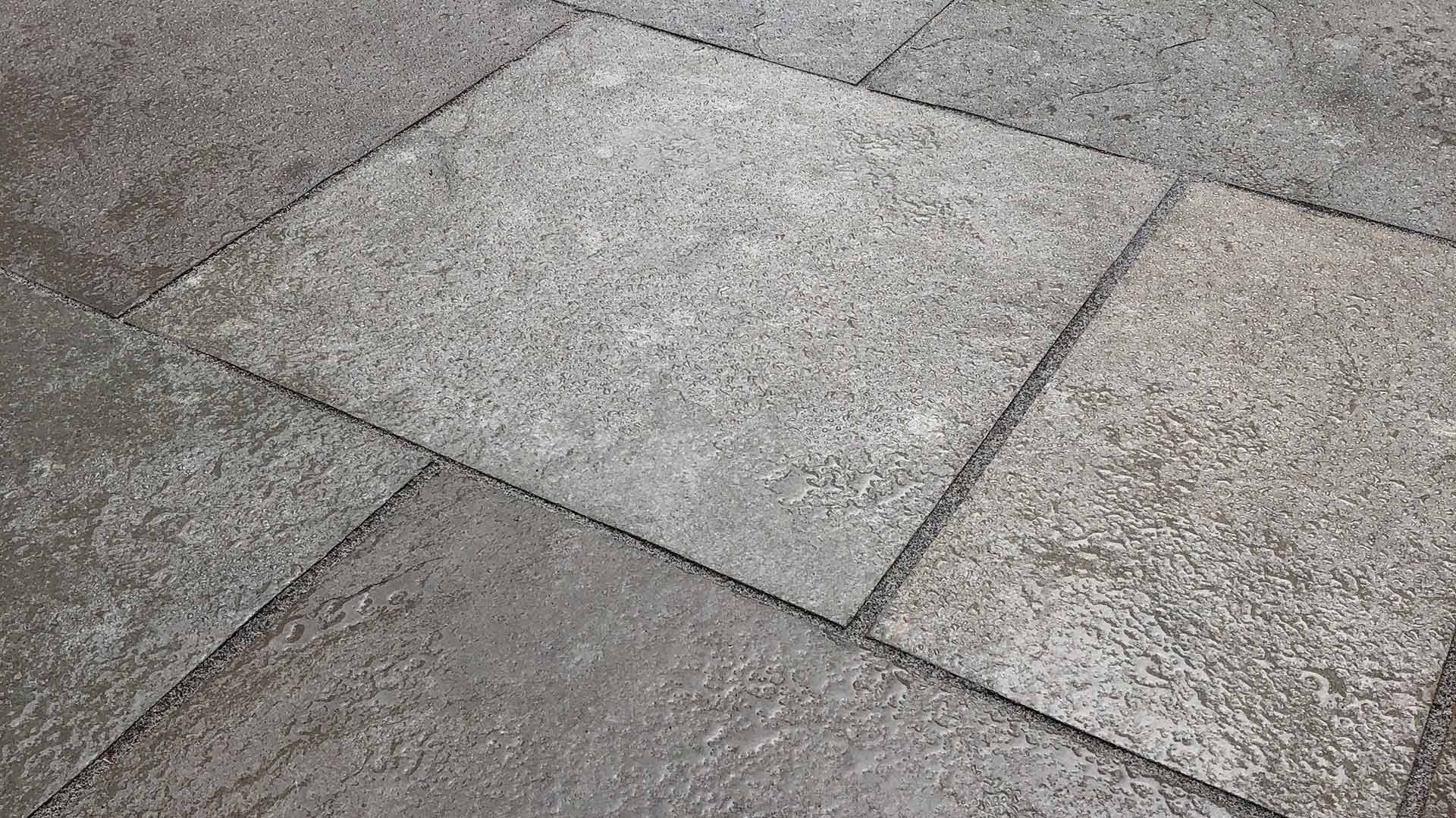 photo of a stone patio by Hardy Paving