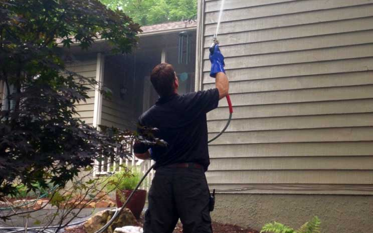 Home vinyl siding in Hendersonville being pressure washed