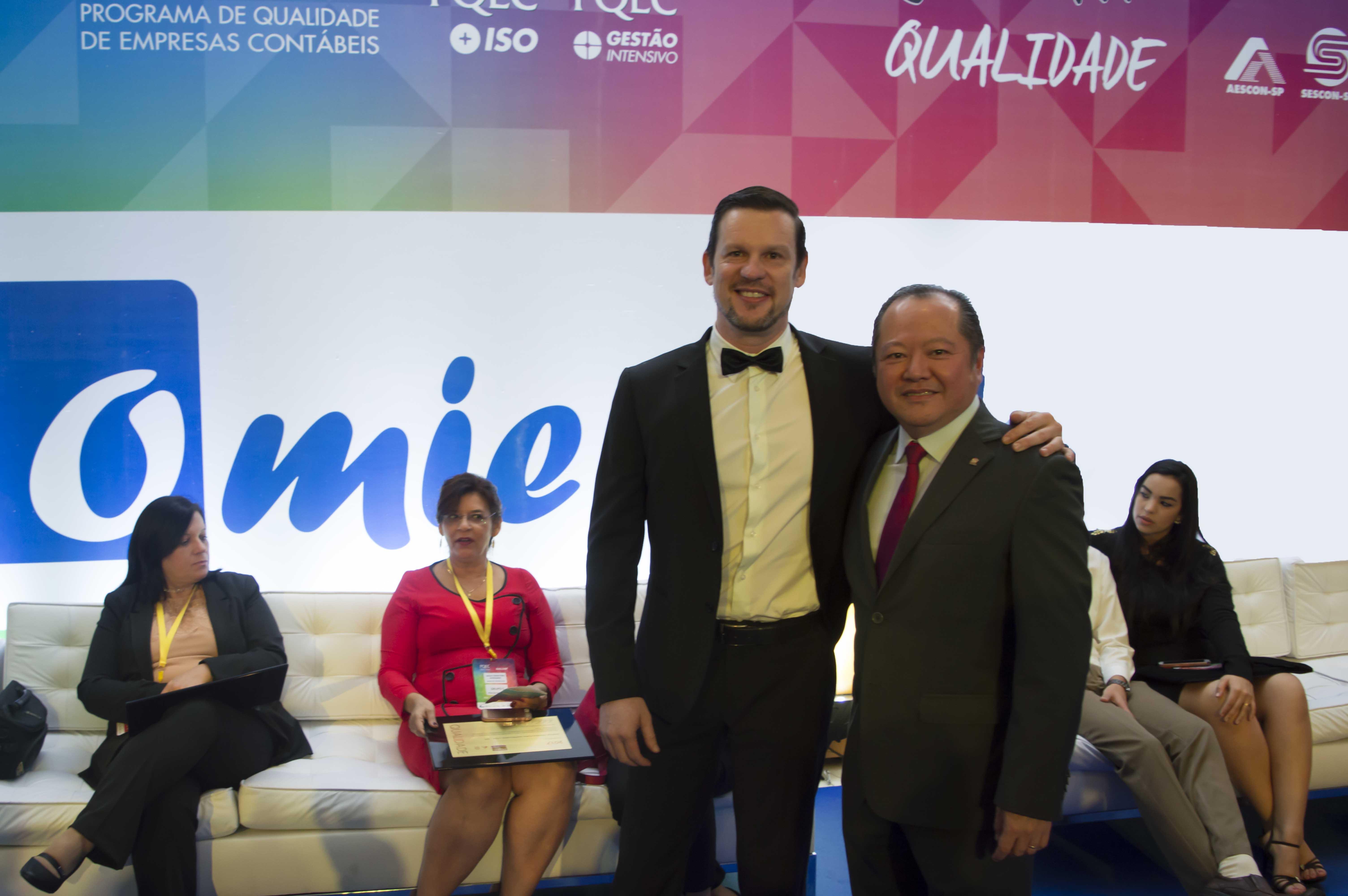 Marcelo Lombardo, CEO da Omie, e Márcio Shimomoto, presidente do Sescon SP.
