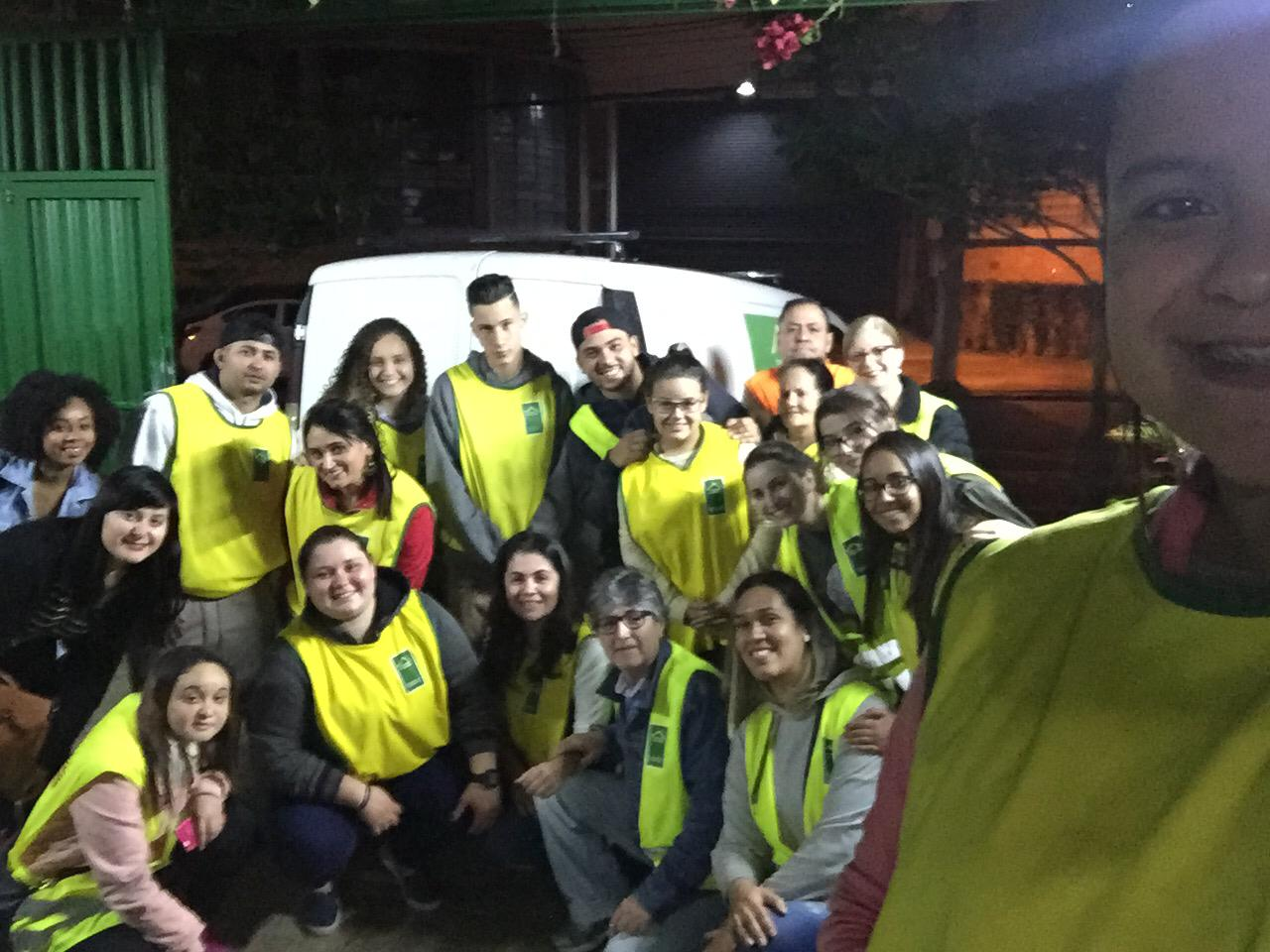 Grupo de voluntários do Instituto Construir