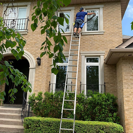 2 story window cleaning in toronto
