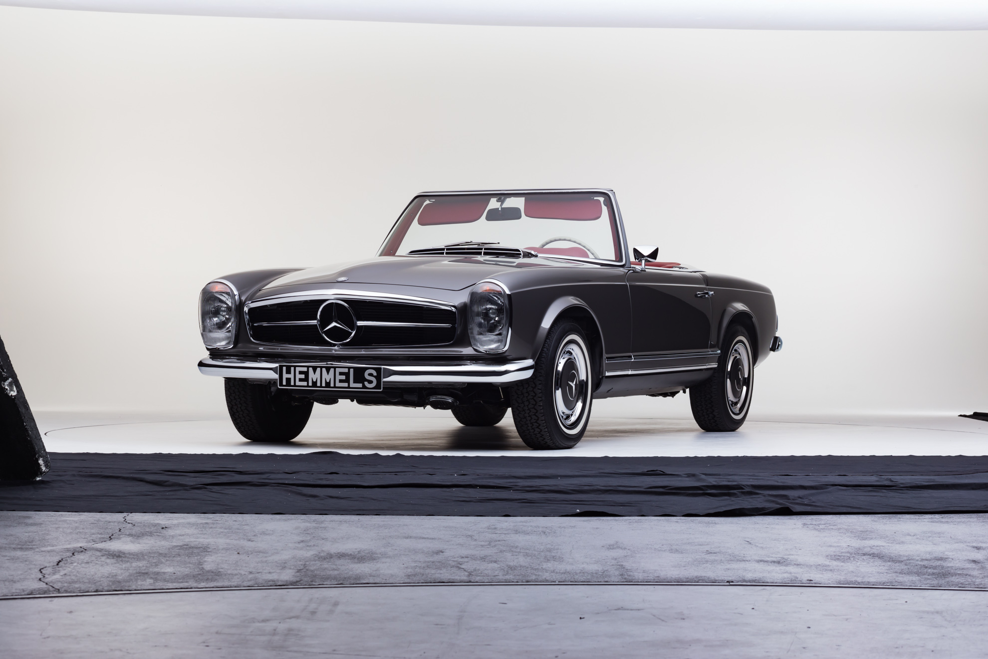 Classic 1971 Mercedes-Benz W113 280SL Pagoda Roadster in Anthracite with red interior