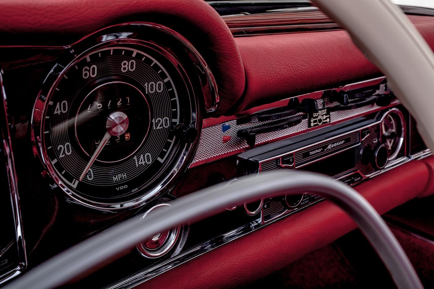 Read leather dashboard Mercedes-Benz W113 280SL Pagoda by Hemmels