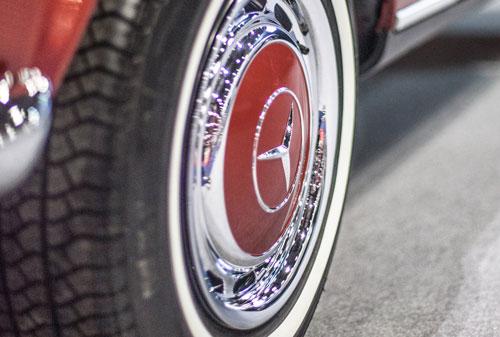 Classic 1970 Mercedes Benz W113 280SL Pagoda wheel