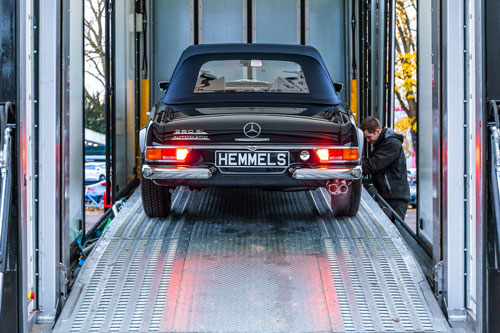 Deliver Classic 1968 Mercedes Benz W113 280SL Pagoda in Midnight Blue
