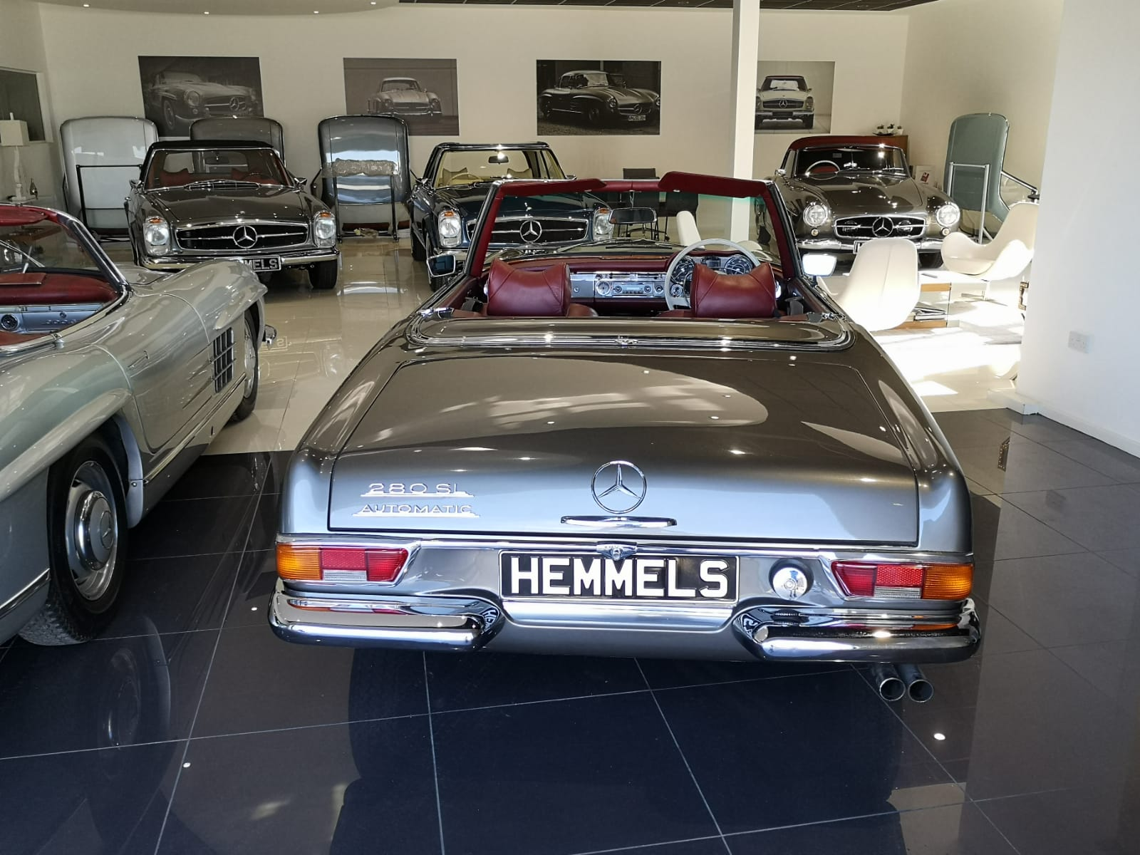 Hemmels W121 190SL in the Showroom