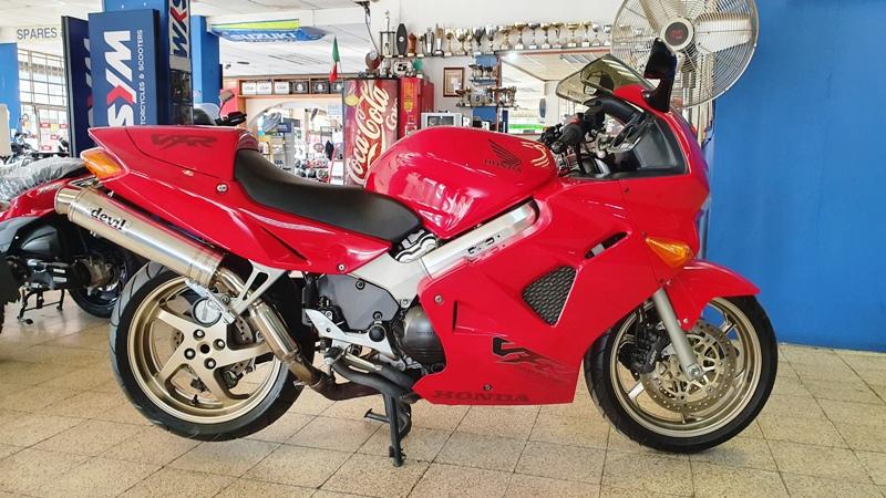 Honda VFR800 V4