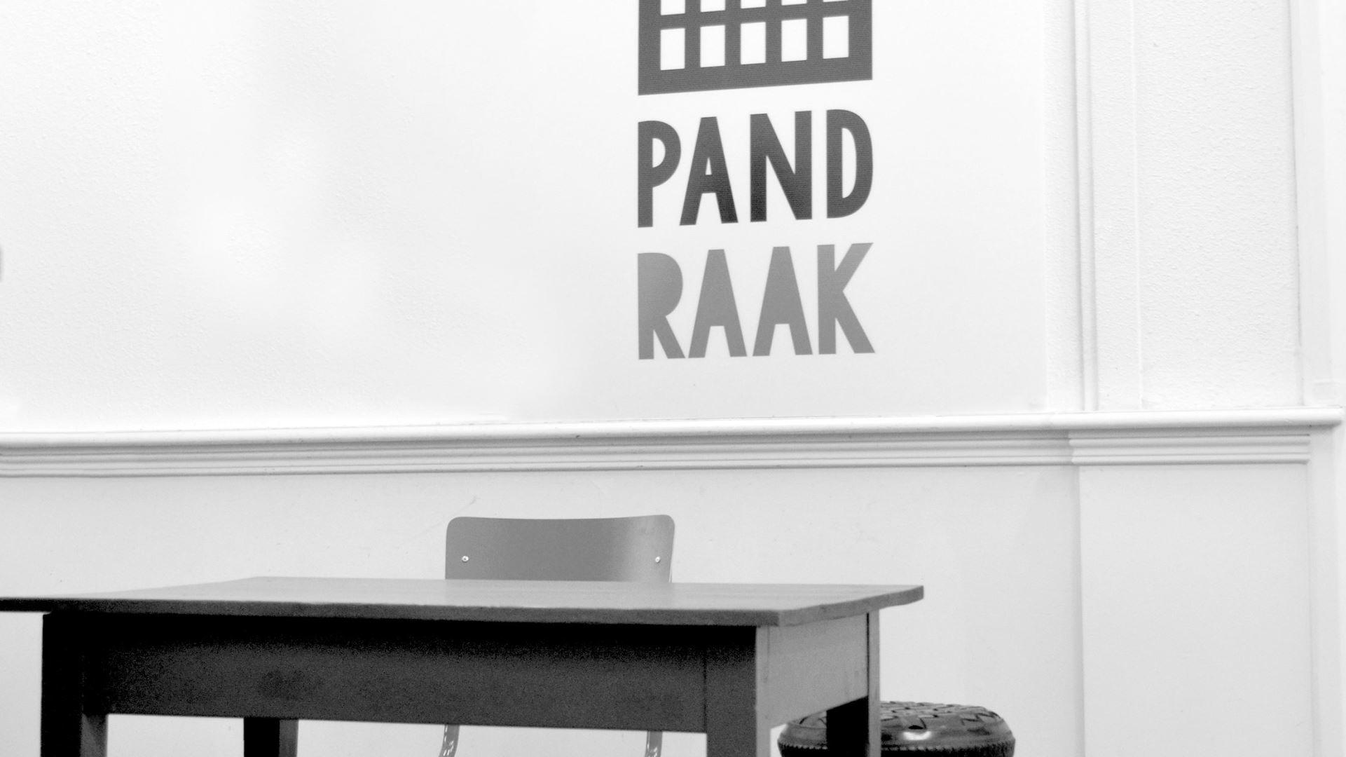Hoe kom ik bij Pand Raak met het openbaar vervoer?