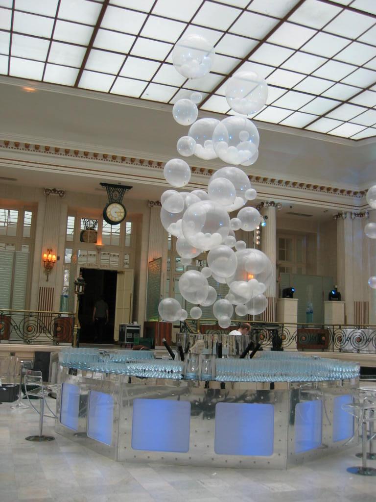 Vertical balloon display
