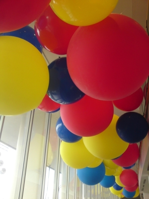 giant balloons yellow red and blue