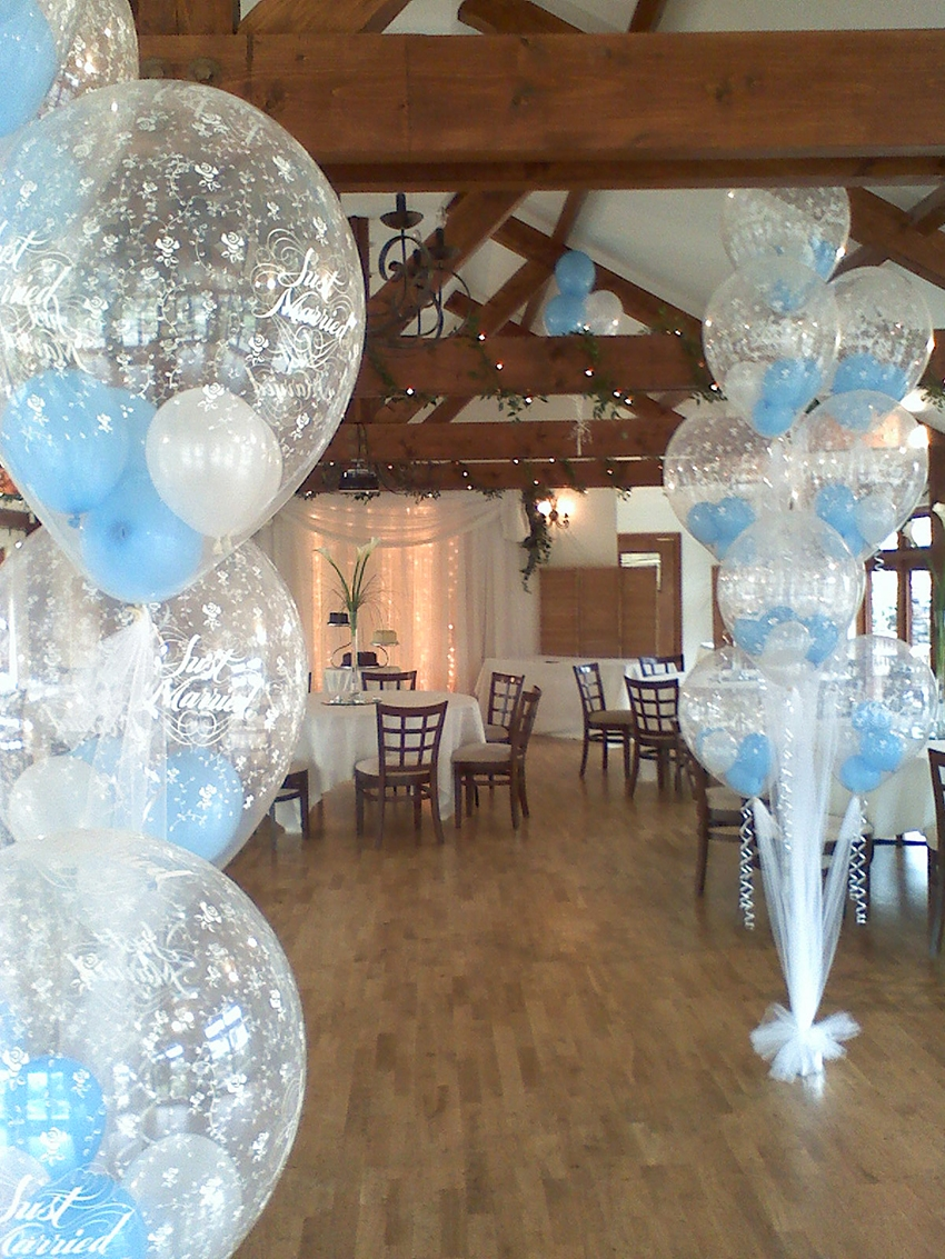Balloon arch in green and salmon