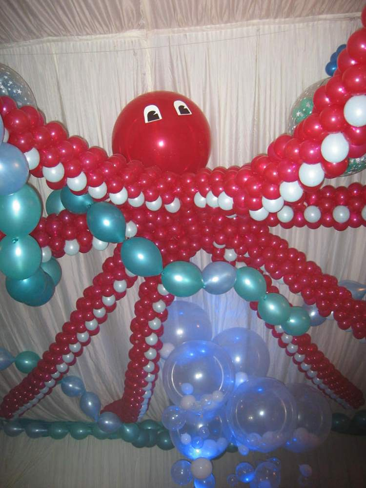Octopus shaped balloon display