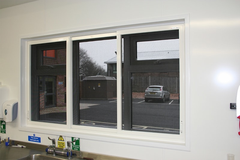 Horizontal Three Pane Sliding Screen