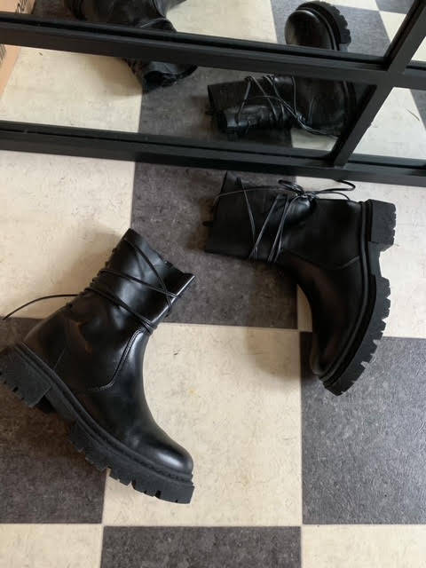 Sonia boots