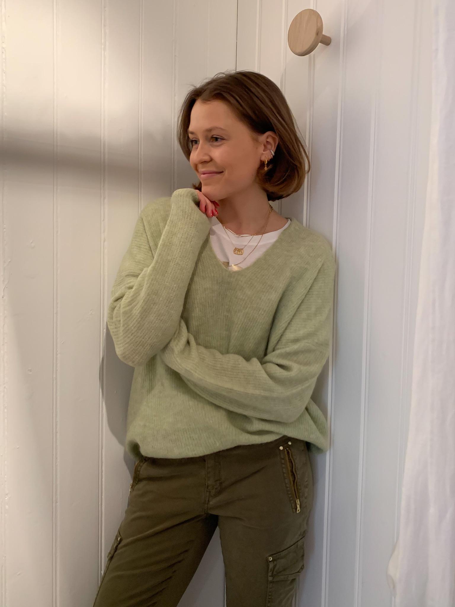 Thora v-neck knit