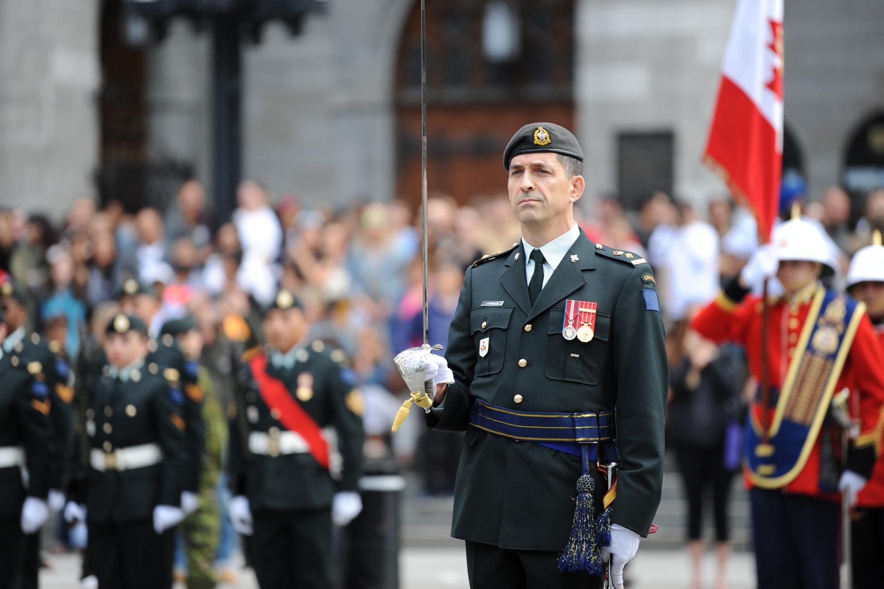 Cérémonie haute en couleur sur la Place d'armes à Montréal
