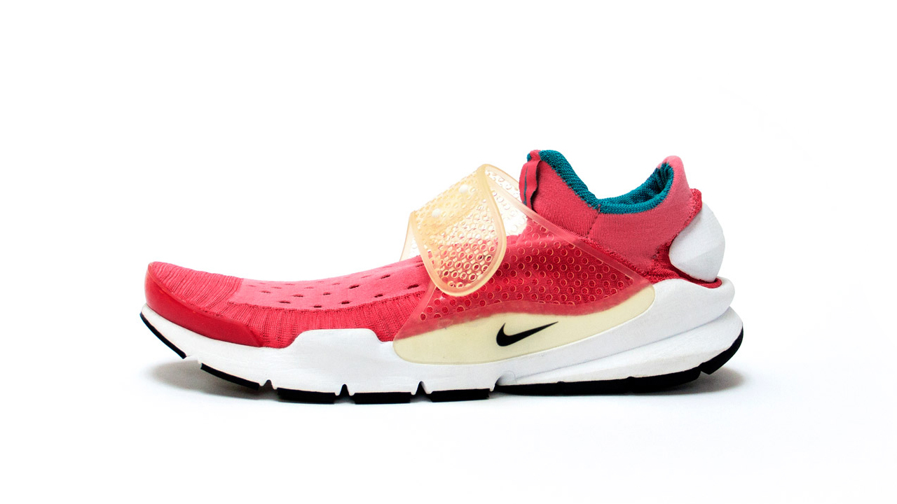 buy popular a27a9 c57af The History of the Nike Sock Dart