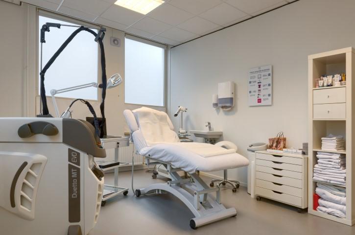 Iedereen met Huid-, nagel- en overbeharingsproblemen kan bij Laserkliniek Zwolle- Huidtherapie terecht. Vraag om een gratis en vrijblijvend consult.