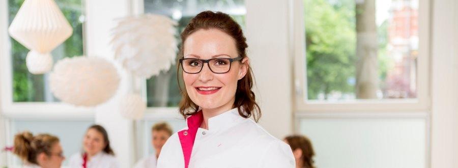 Huidtherapie in Den Haag. Het team van Laserkliniek Zwolle specialist in huidtherapie en lasertherapie staat voor u klaar