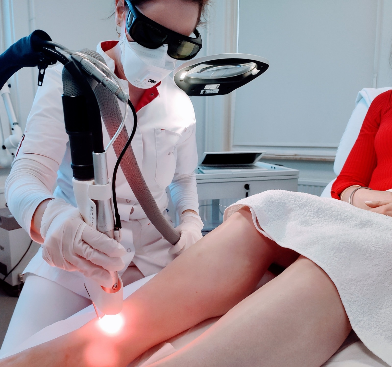 Iedereen met een hulpvraag kan binnenstappen bij Laserkliniek Zwolle. De specialisten van de kliniek aan de rand van de Zwolse binnenstad kijken per situatie welke behandeling geschikt is