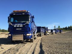 Lang rekke med lastebiler