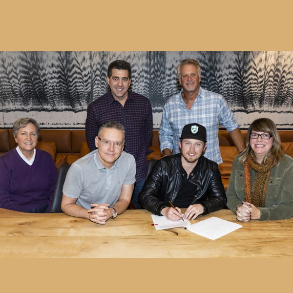 Jameson Rodgers signs with Sony Music Nashville / River