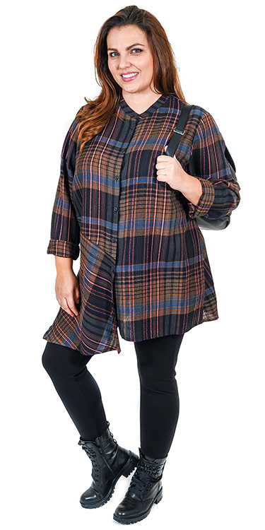 This model is wearing an on trend check shirt from Q'neel with Kasbah leggings. Sizes 14-30