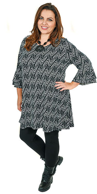 This model is wearing a stunning tunic from Yoek with frill cuffs teamed with Kasbah leggings in black. Sizes 14-30